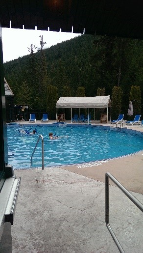 Relaxing at Nakusp Hot Springs, British Columbia – Circle Tour day 6 and 7