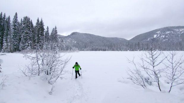 Snowshoeing at Lightning Lake
