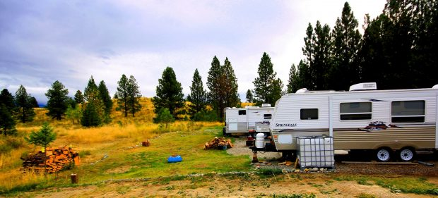 Wide shot of campsite at the Sunshine Houseboat Rentals in Newgate.